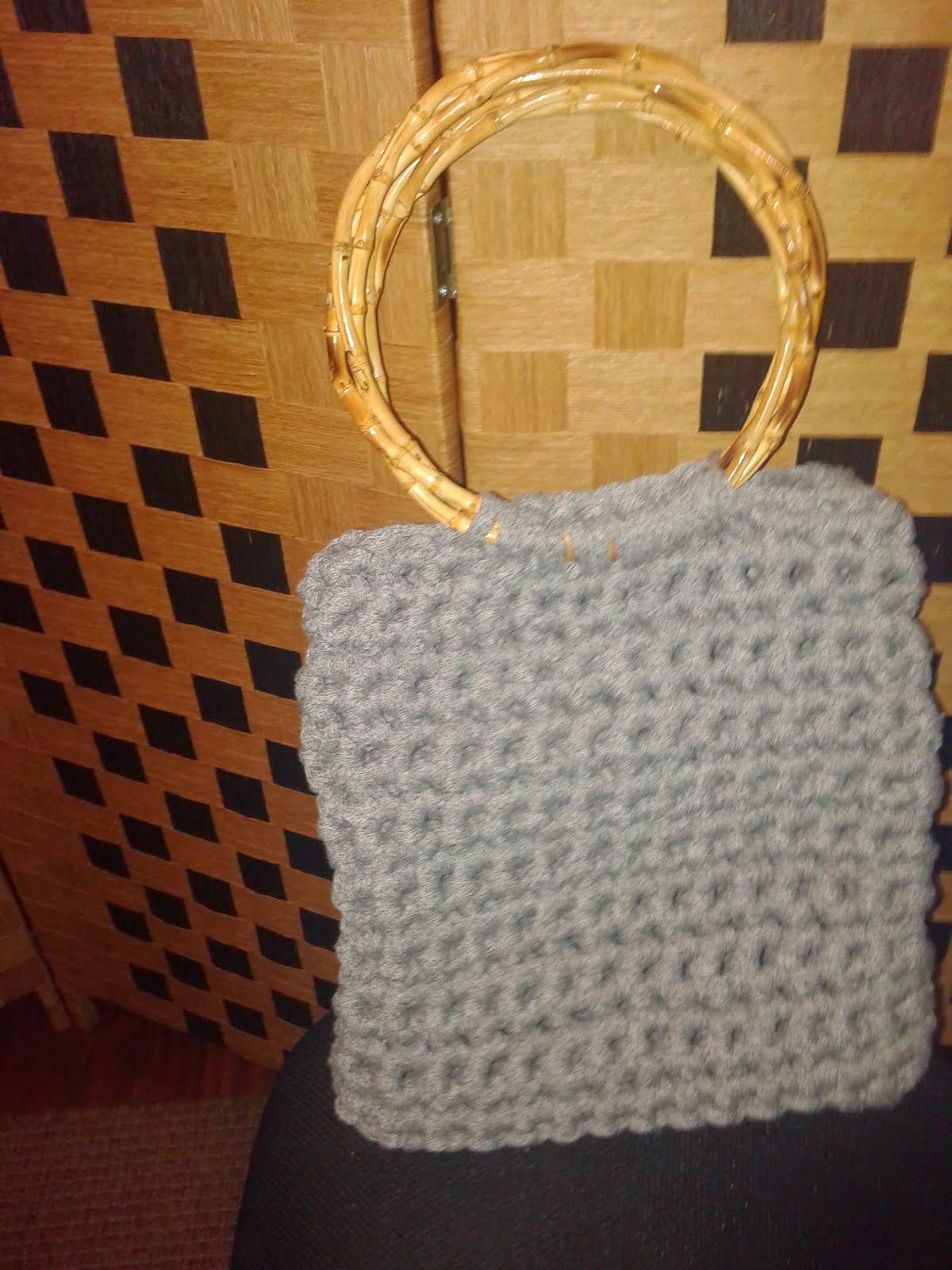 Bolsa de trapillo con asas de bambú