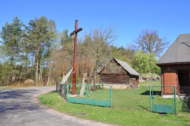 Duraczów, wyniosły krzyż postawiony w miejscu gdzie stał krzyż z 1896 r. Foto KW.