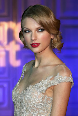 Taylor Swift looks likes beauty princess in Winter White Gala at Kensington Palace London