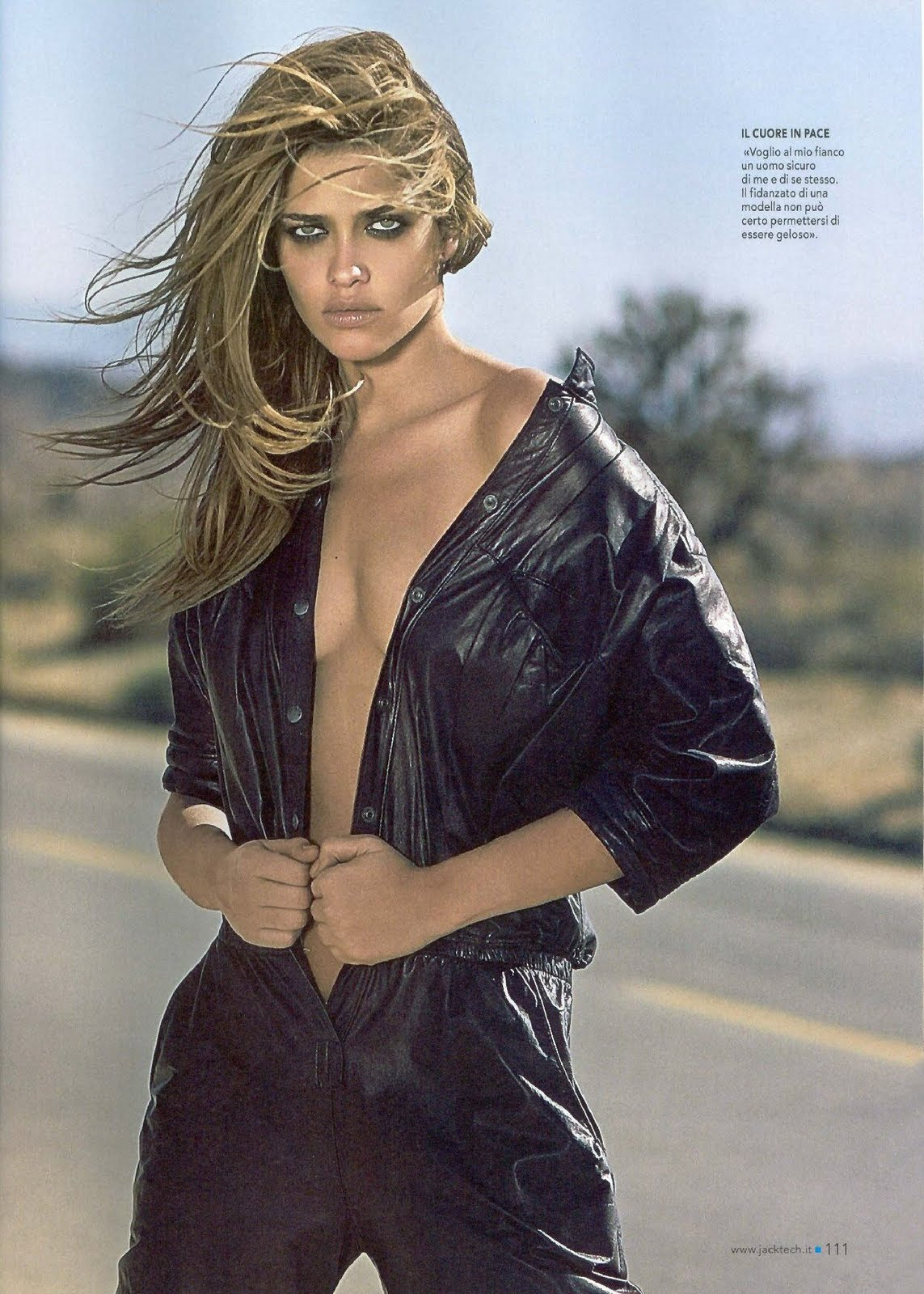 http://3.bp.blogspot.com/-EOHLv-8XuOA/TbVAc6UjYtI/AAAAAAAAEGg/B_6gNg9_Qoc/s1600/Ana-Beatriz-Barros-4.jpg