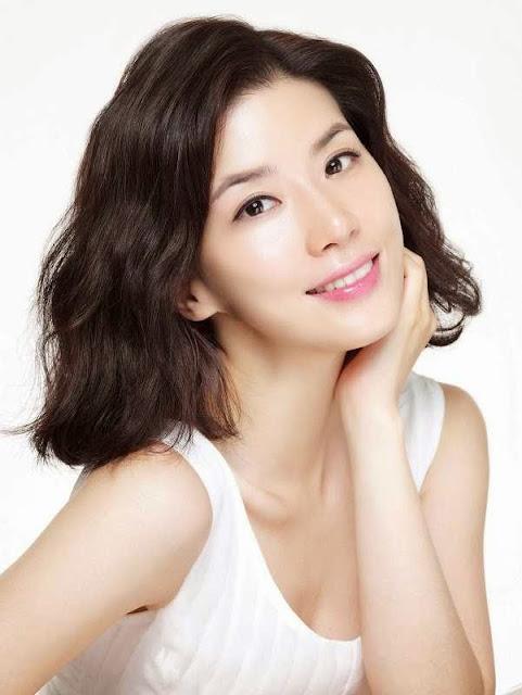 Biodata Lee Bo Young