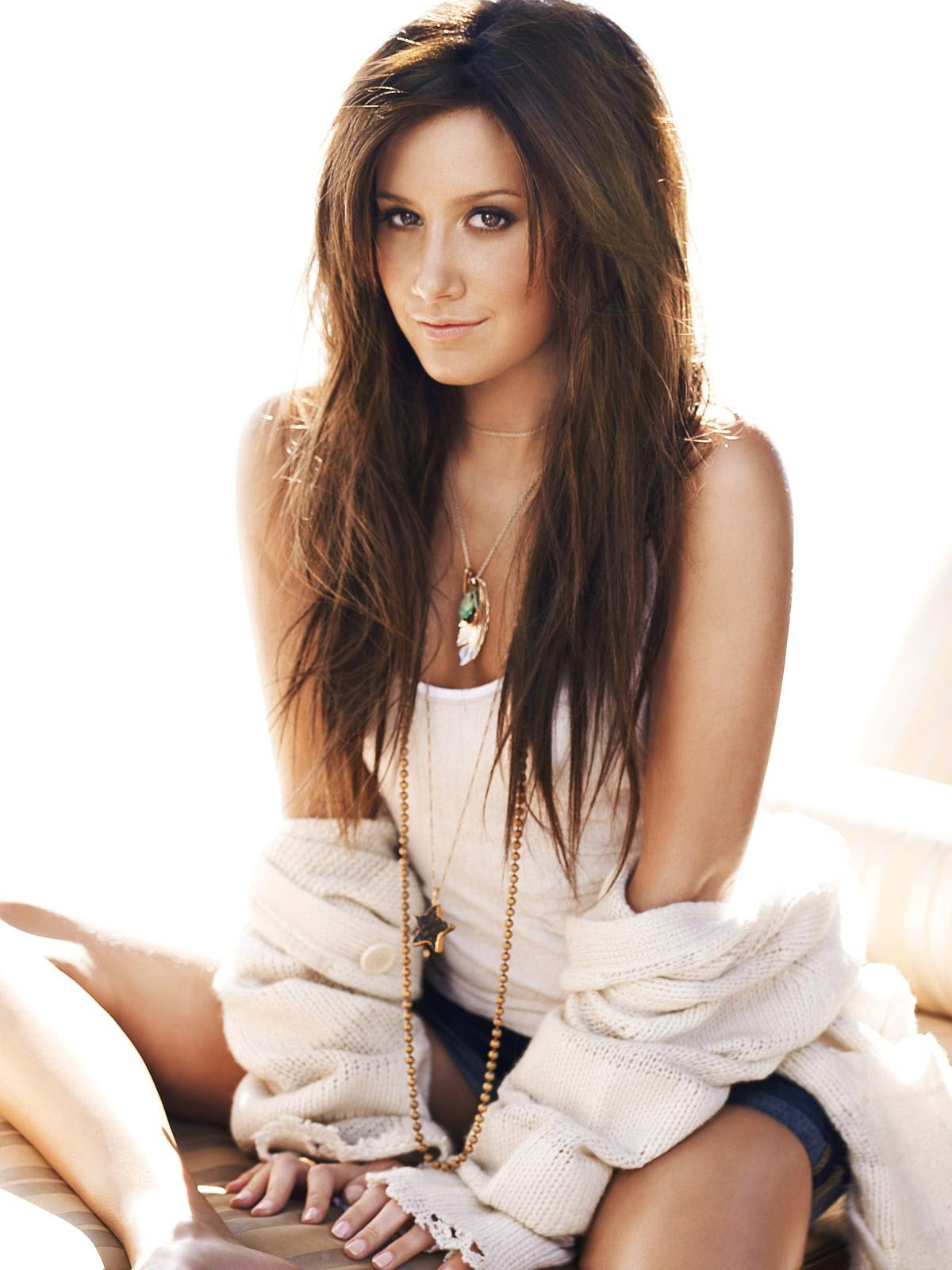 http://3.bp.blogspot.com/-EP1yE97r51c/UWrxJKsqaEI/AAAAAAAALrc/2AGgaVN8dQI/s1600/Ashley-tisdale-sitting-photoshoot.jpg