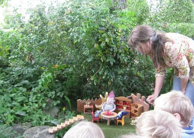 Waldorfkindergarten,  jahreszeitentisch, Monatsfeier Juli
