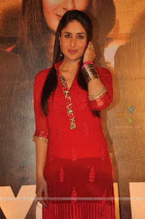 karina kapoor in red sarhi | top less hot dress | looking through red sarhi