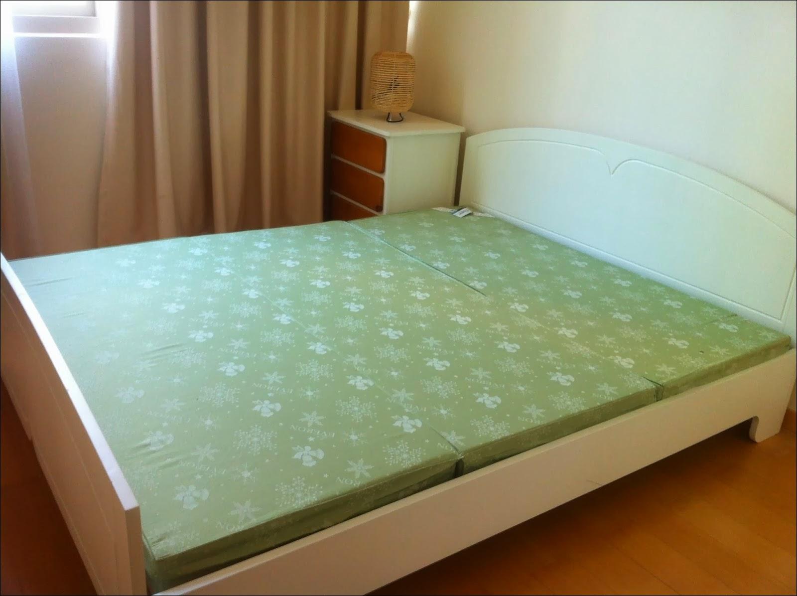 Phòng ngủ  phụ căn hộ The Vista 2 phòng ngủ view hồ bơi