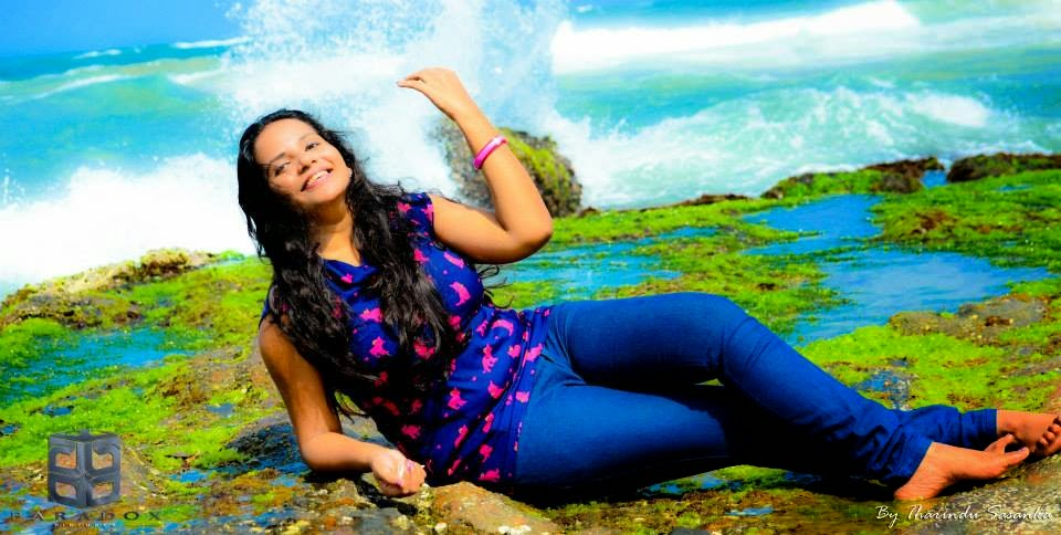 Uthpala Madhushanie tight blue jeans