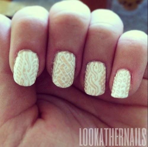 Nail art bianca e beige a tema knitting