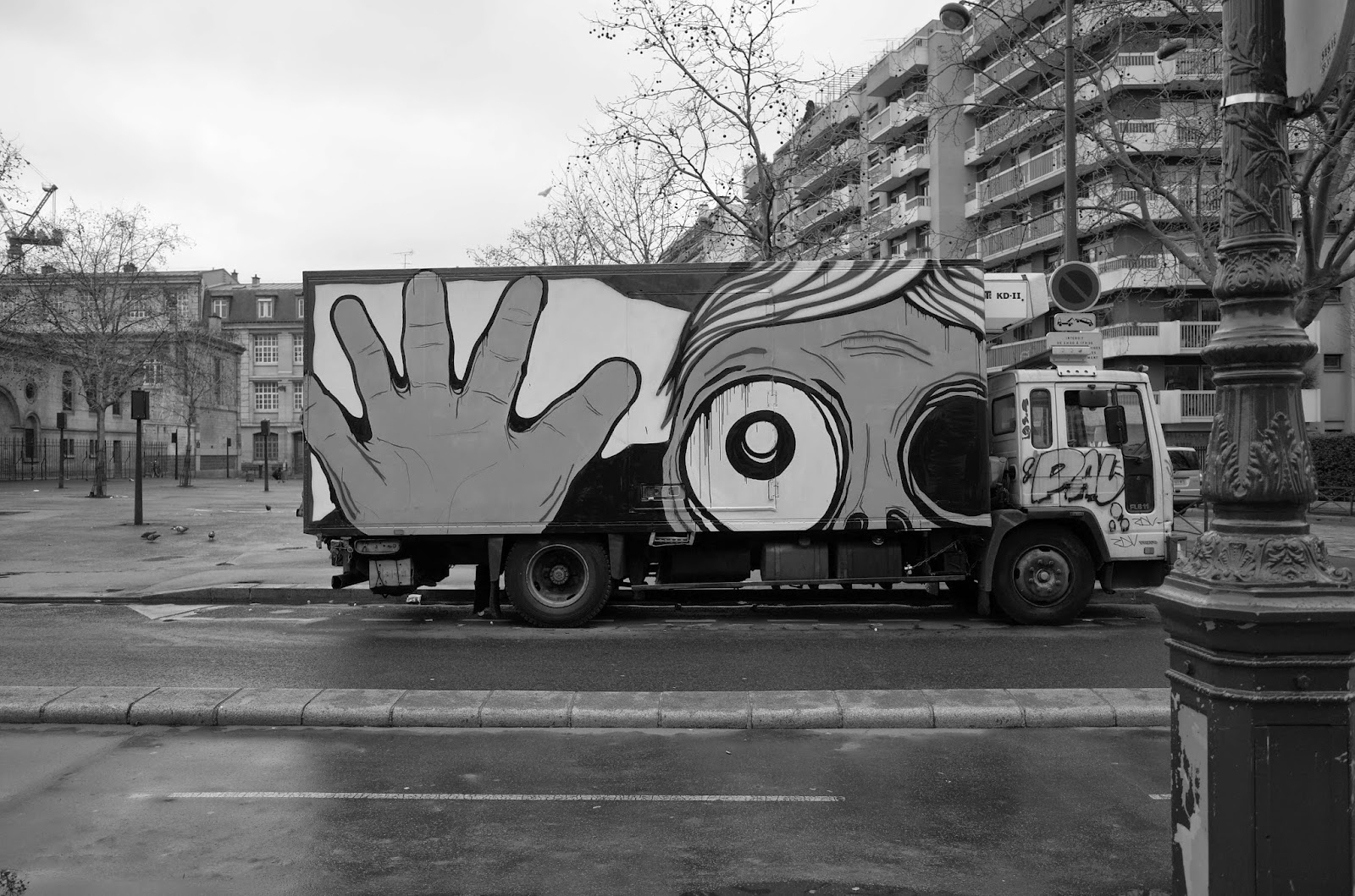 Just before leaving for Brazil where he's taking over the streets of Rio De Janeiro, Mygalo 2000 spent some time on the streets of his hometown, Paris in France.