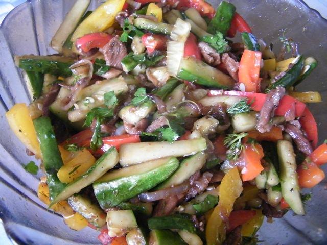 салат огурцы с мясом по корейски