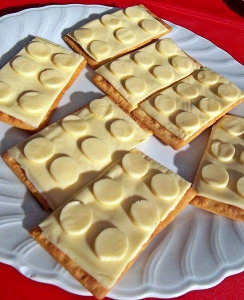 http://3.bp.blogspot.com/-EPqGwVWlhfM/TjuCFOsv4HI/AAAAAAAAA3I/Oamz-qeMtVM/s640/lego+cheese+crackers.JPG