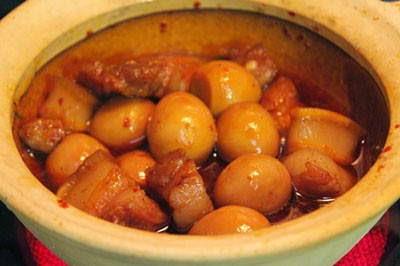 (Thịt Ba Chỉ Kho Trứng Cút) - Braised Fat Pork Meat with Quail Eggs