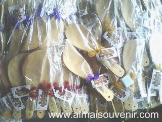 Souvenir pernikahan, souvenir centong kayu, souvenir centong kayu model daun,  souvenir pernikahan murah, souvenir pernikahan unik, souvenir pernikahan bermanfaat