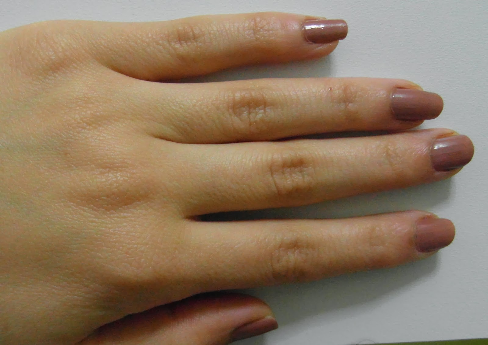 CarolCosmos: Estee Lauder Pure Color Nail Lacquer in So Vain