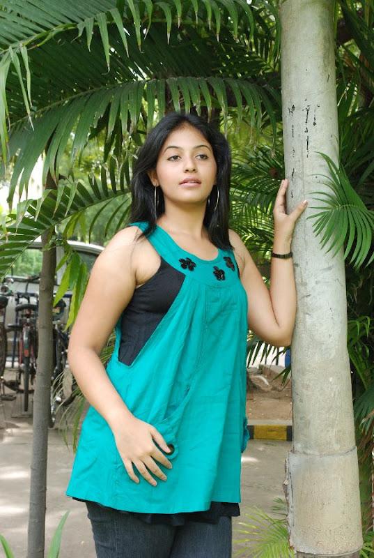 Anjali Latest Cute Stills In Engeyum Eppothum Press Meet sexy stills