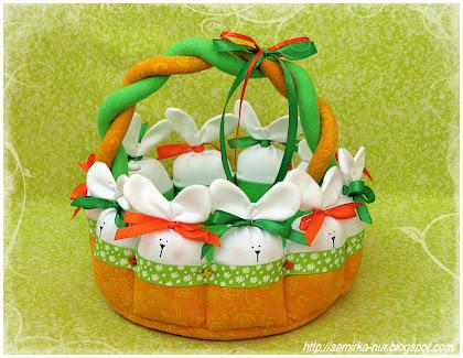 Пасхальная корзинка с зайцами