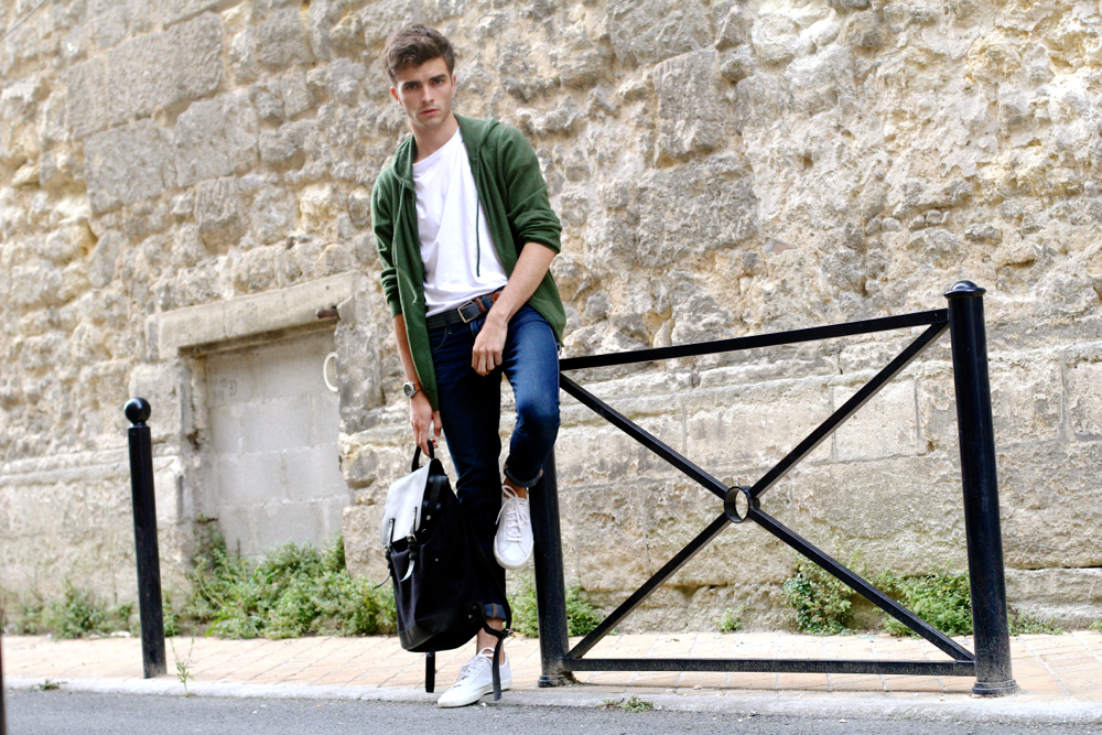 Blog-Mode-Homme_Preppy-Dandy_Veja-baskets-sneakers_sanqdevist_backpack-sac_gilet-cachemire_Malo_Casual-Briston