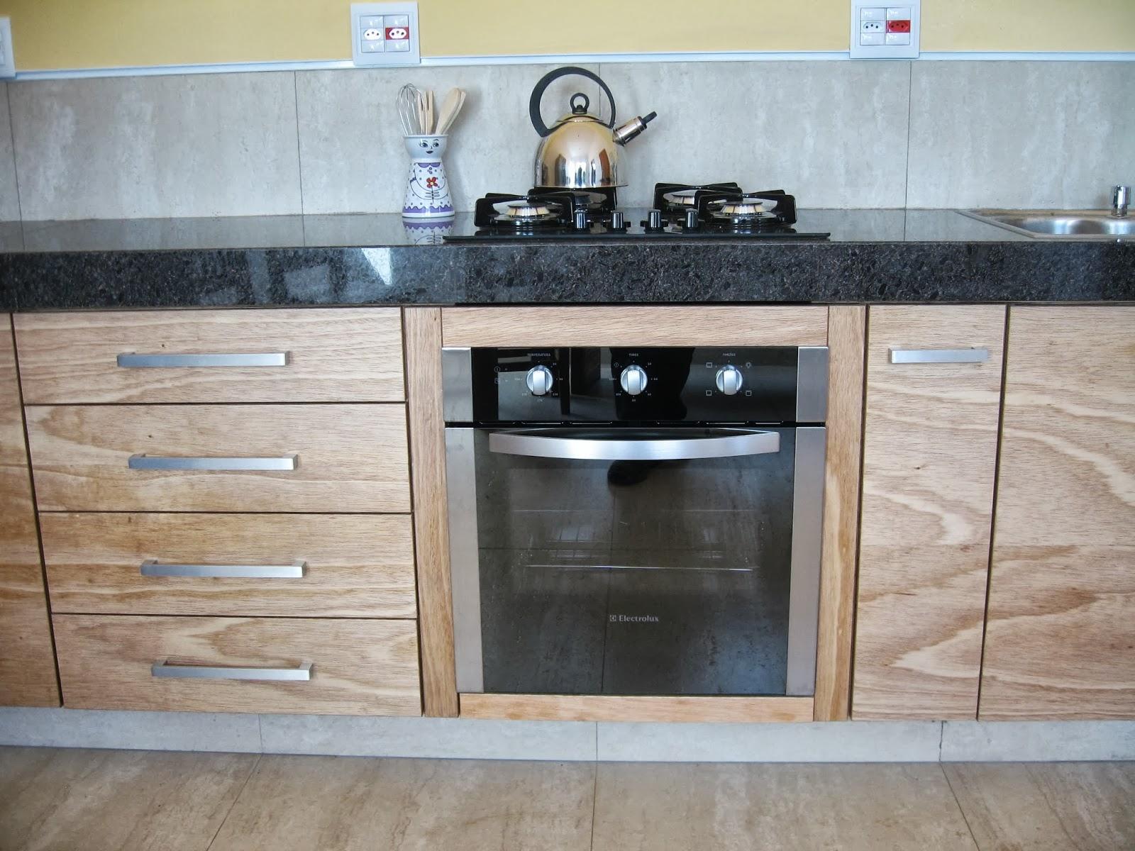 Verde Verniz: Cozinha em compensado naval envernizado com verniz PU #76604B 1600x1200