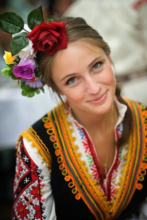 Émile Durkheim - Bulgarian traditional costume on a beautiful young maiden