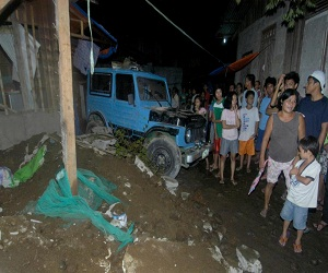 Magnitude 7.6 quake struck off the eastern coast of the Philippines late Friday, triggering tsunami warnings