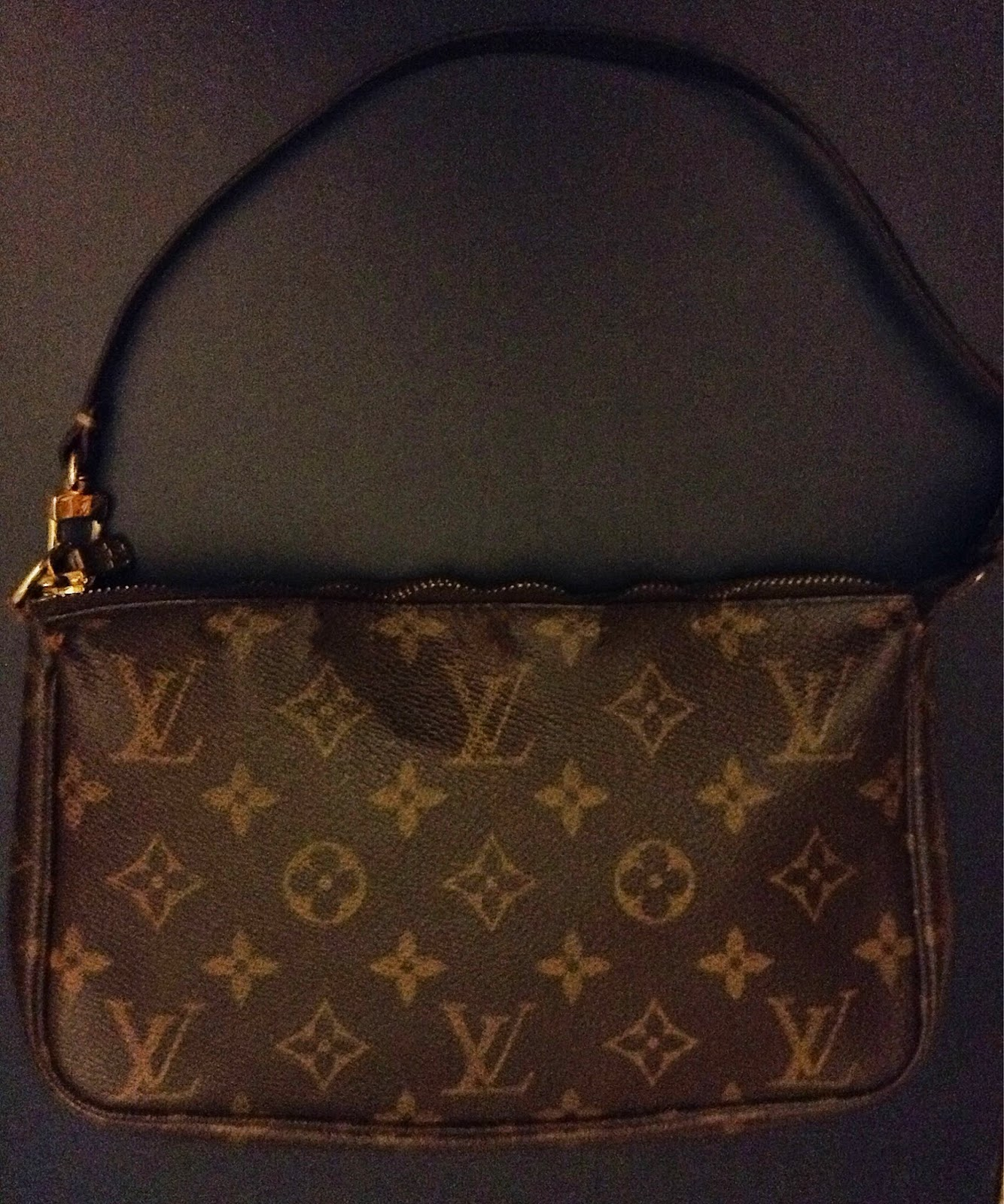 Here's a full picture of my pochette. On all Louis Vuitton bags in monogram  print, none of the LV monograms should be cut off on the sides.