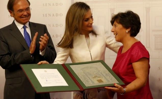 http://www.apmadrid.es/noticias/generales/la-reina-agradece-a-los-periodistas-su-labor-por-ser-pieza-clave-en-nuestra-democracia?Itemid=209