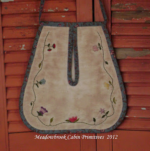 Embroidered Colonial Ladies Pocket