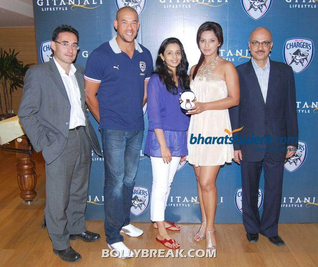 gitanjali gifts morellato watches to deccan chargers 010 - (24) - Gayatri Reddy Hot Pics at IPL Matches