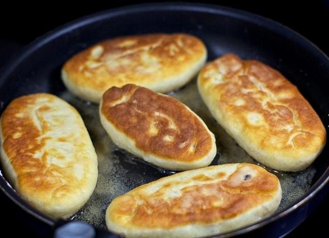 Пирожки с сырым фаршем жареные на сковороде рецепт