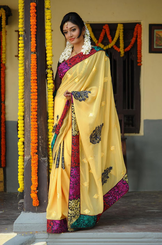 Vimala Raman Cute Saree Photos In Kulumanali Movie Stills sexy stills
