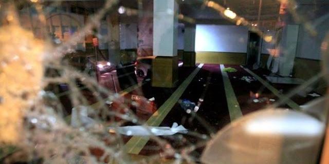 Geblek! Saat Natal di Prancis, Massa Rusak Masjid dan Bakar Qur'an