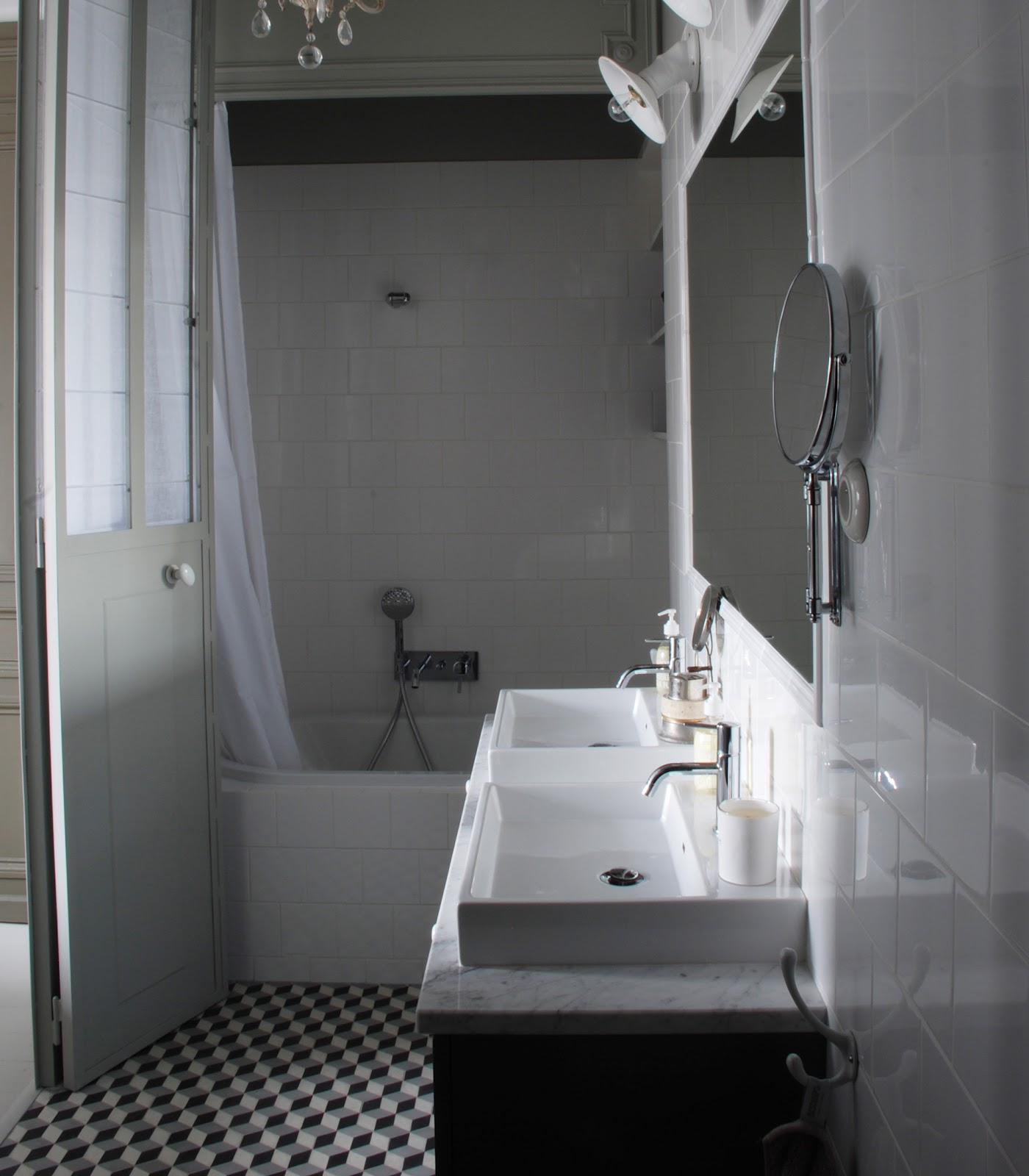 Marianne evennou mars 2012 for Salle de bain carreaux