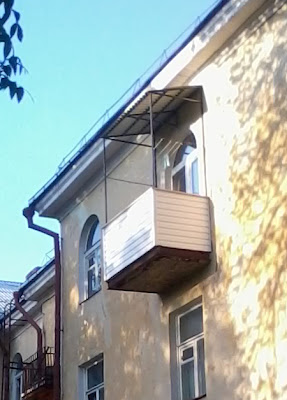 Юбка балкона из сайдинга и крыша из профнастила своими руками