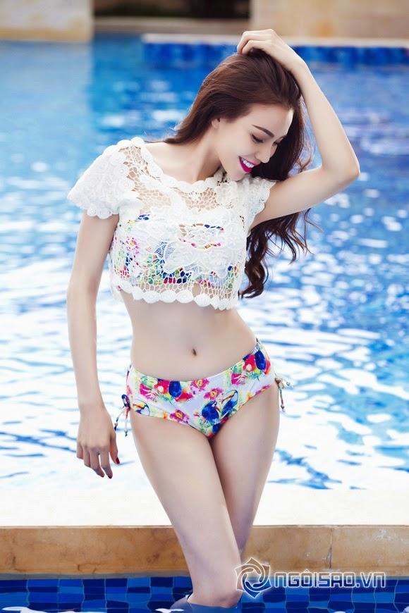 Trà Ngọc Hằng diện bikini thiêu đốt bên hồ bơi