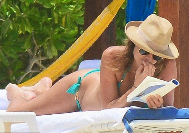 ‭The 34-year-old took her time to relax along the sand with husband, Jared Pobre on Monday, May 26, 2014 in Cancun, Mexico.