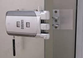 Instalaci n de cerraduras invisibles remock lockey for Cerrajeros 24 horas toledo