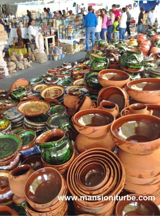 Venta de Artesanías en el Tianguis Artesanal de Domingo de Ramos en Uruapan