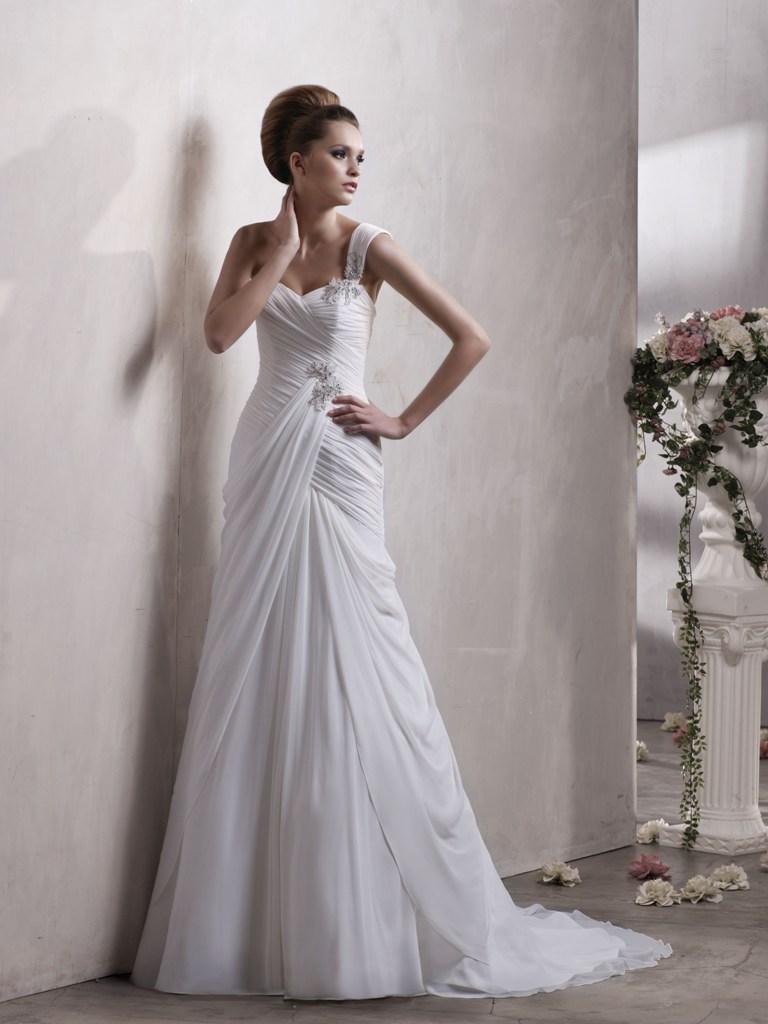 La robe de mariée asymétrique  Coiffure Mariage