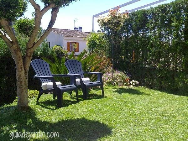 10 muebles de exterior para descansar en el jard n guia for Muebles jardin pvc exterior