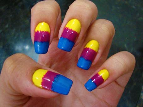 unhas-tricolores-carnaval.jpg (455×341)