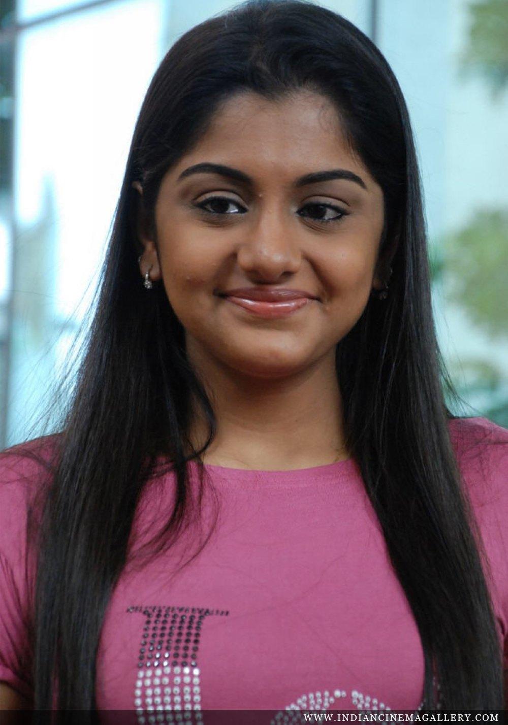 Mallufun.com: Meera Nandan latest hot photos in saree and churidar