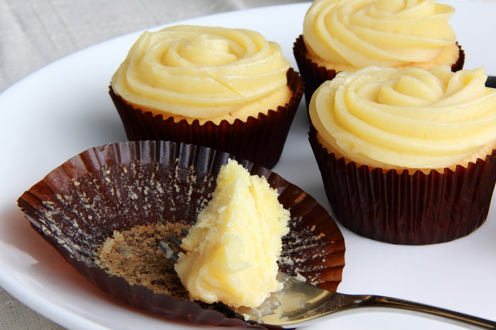 ... Kitchen }: Chamomile Lemon Cupcakes with Honey Buttercream Frosting