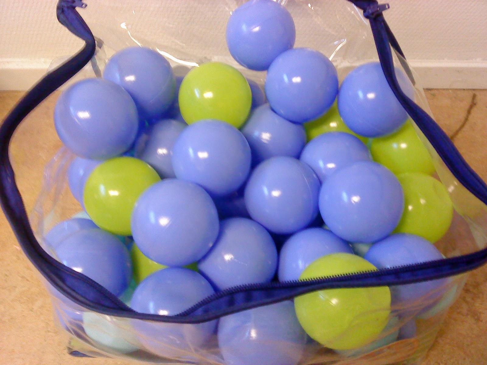 små bollar i olika färger