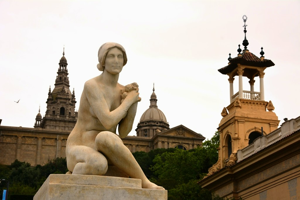 Palau National Barcelona statue