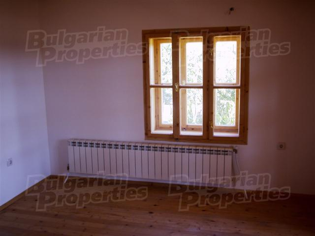 Отопление дровяное, сделана разводка для парового отопления по всему дому.