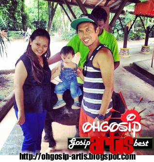 Siti Sarah bersama anak dan suami