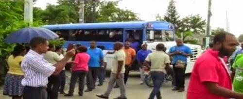 ¡Turba chóferes amenazó quemar guagua con 50 niños Feria Libros!