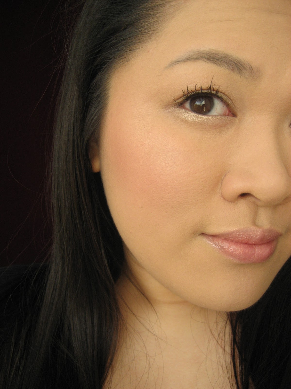 and this is how it looks applied i used it on the top of my cheekbones - Shiseido Luminizing Satin Face Color