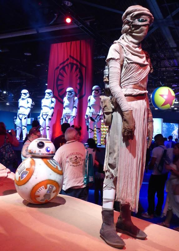 Daisy Ridley Rey Star Wars Force Awakens film costume