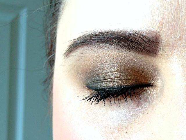 metallic-smoky-eye-look-maybelline-the-nudes-eyeshadow-palette