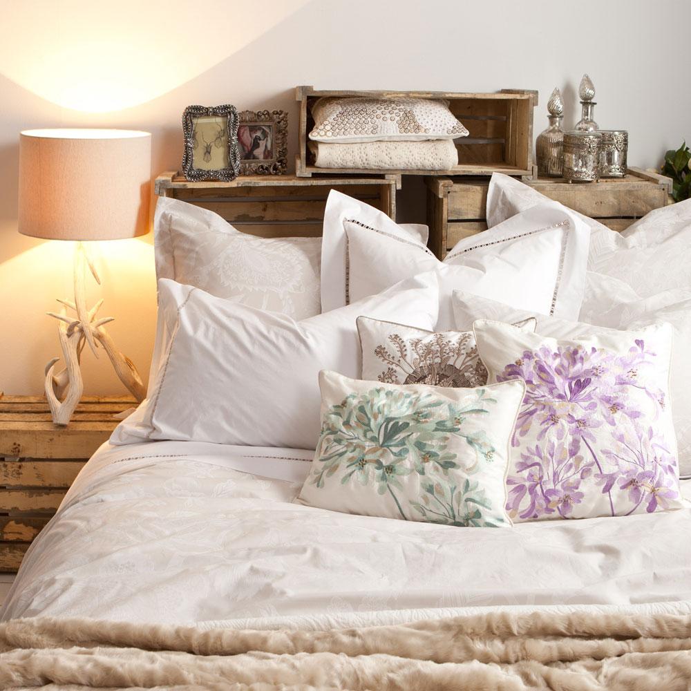 Deco hack cabecero con cajas de madera decoraci n retro - Cabeceros caseros de cama ...